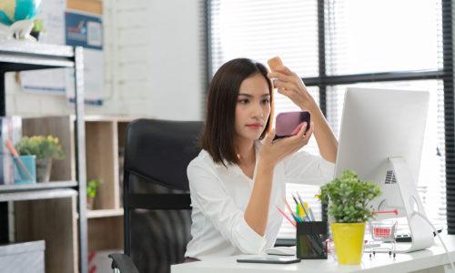 女性フリーランスはお金を稼ぐための化粧をしよう!仕事がデキそうと言われるメイク術